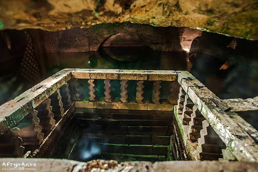 Wnętrze jaskini - część dla mężczyzn.