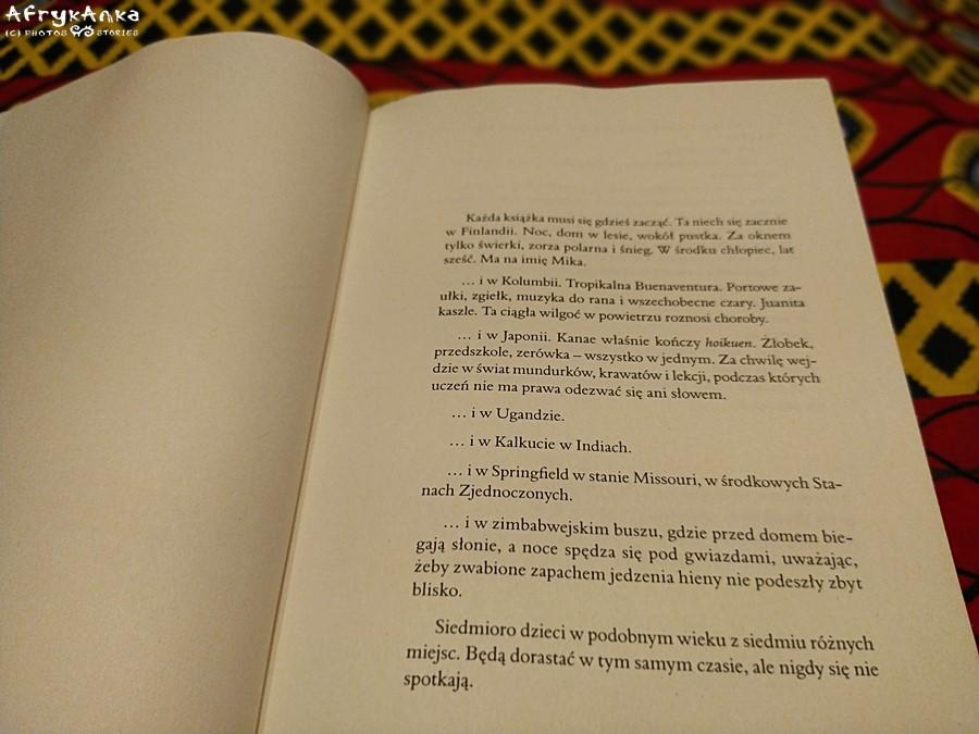 """""""Chrobot"""" to siedem opowieści z siedmiu miejsc świata."""