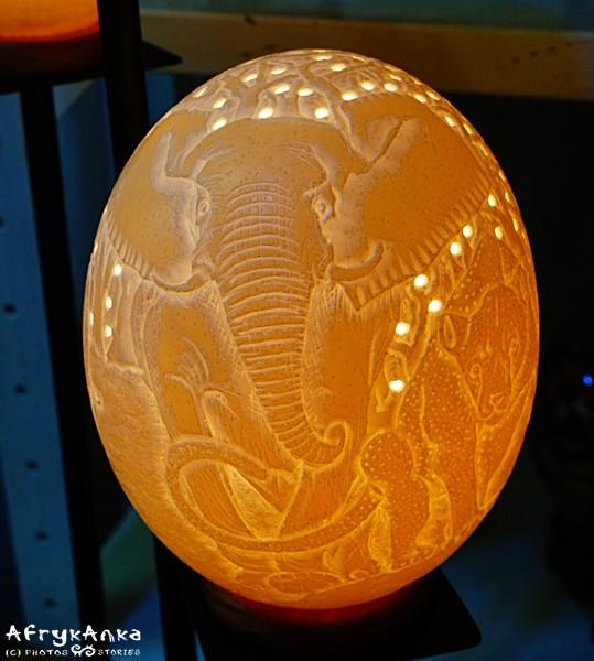 Lampa z jaja strusia.