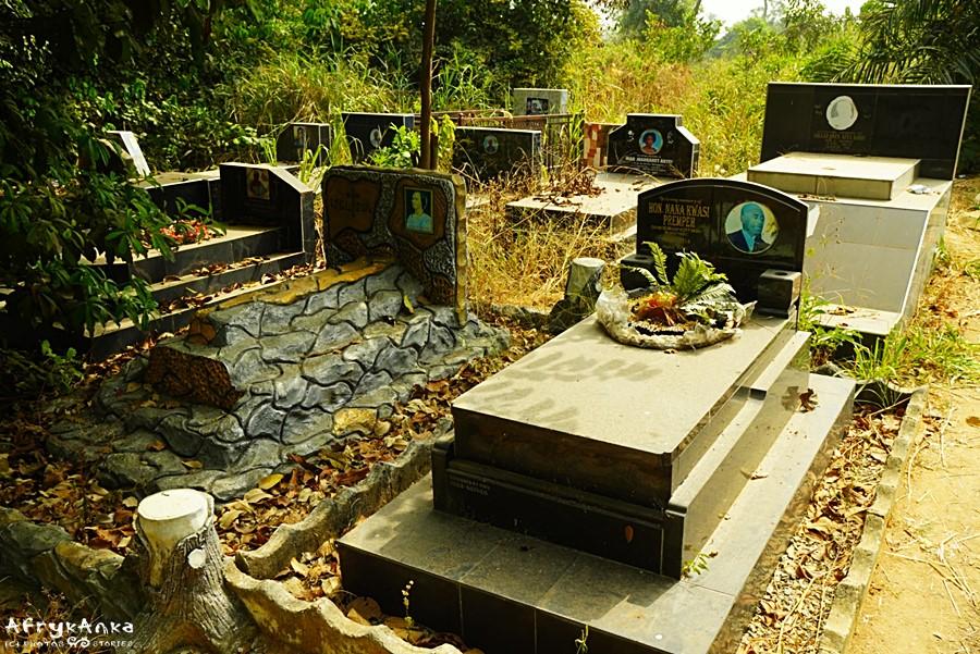 Współczesny cmentarz.