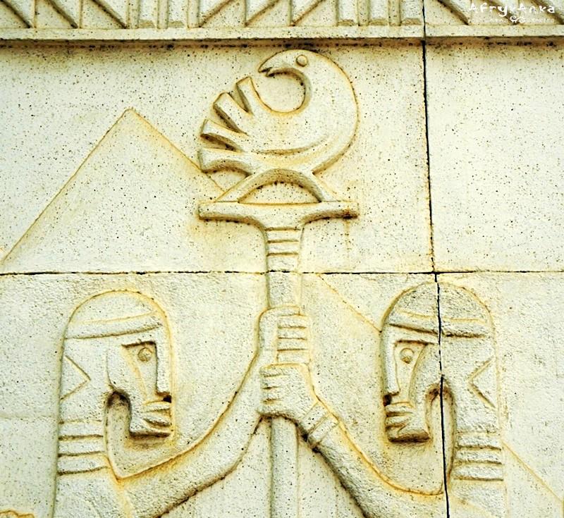 Sankofa na mauzoleum Kwame Nkrumaha.