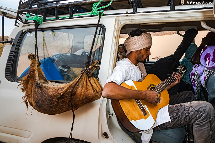 Każda chwila jest dobra na granie! Muzyczna podróż z Tuaregami.