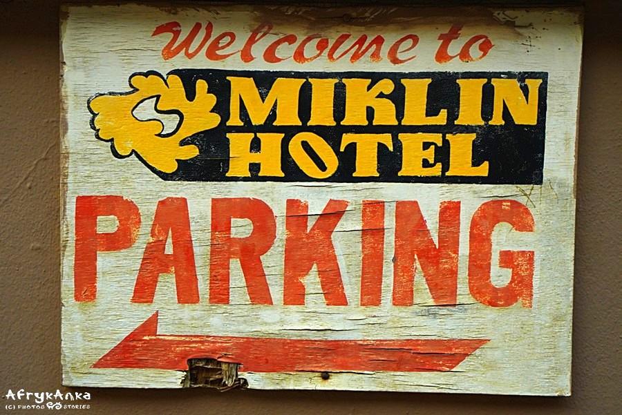 I ten sam znak jako logo hotelu.