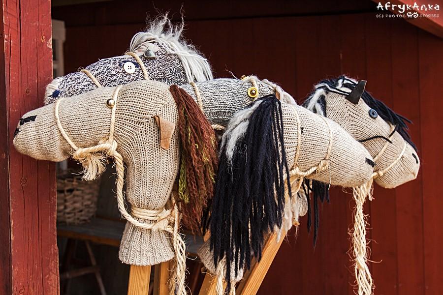 Koniki na patykach w Muzeum Blekinge.