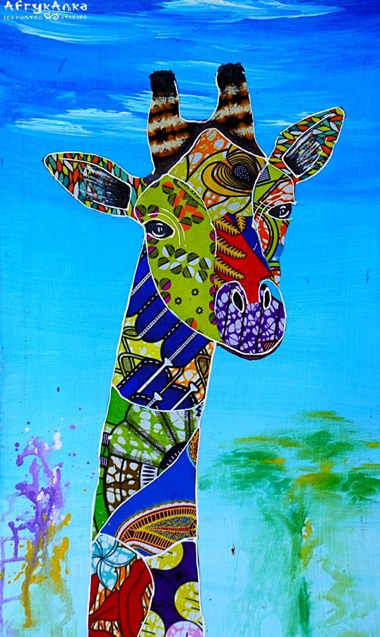 Bajkowa żyrafa z afrykańskich tkanin.