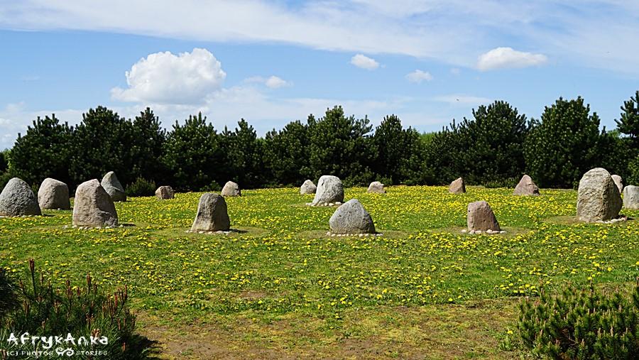 Kamienne menhiry nawiązują do celtyckich wirzeń.