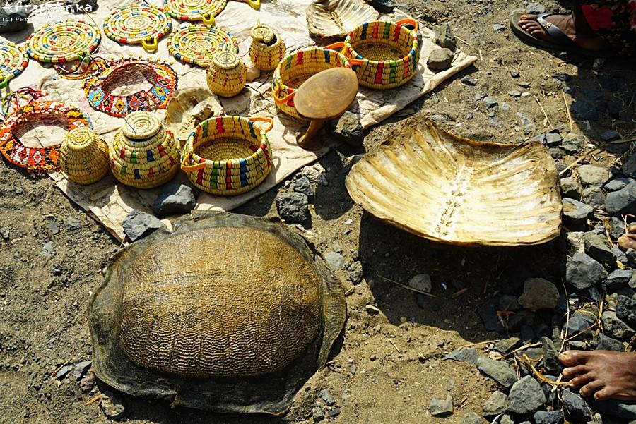 Skorupy żółwia - takiej pamiątki NIE WOLNO przywozić do Polski.