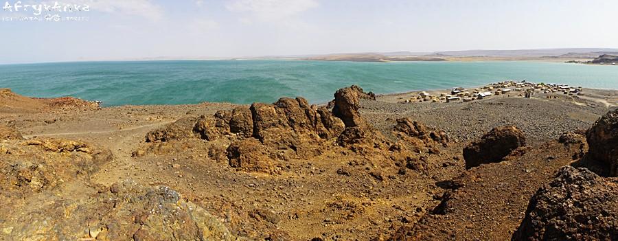 Panorama jeziora, po prawej stronie wioska El Molo.