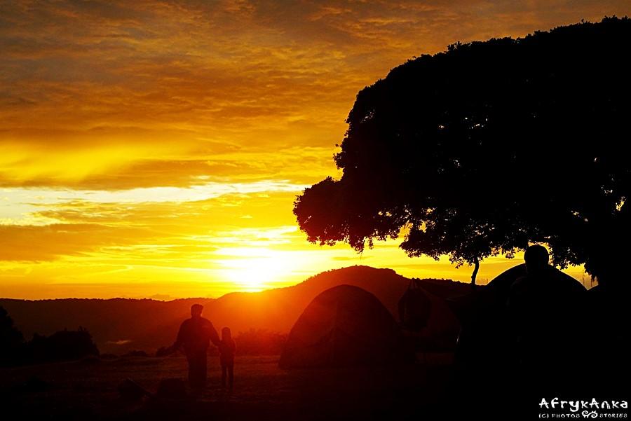 Wschód słońca w naszym obozie.