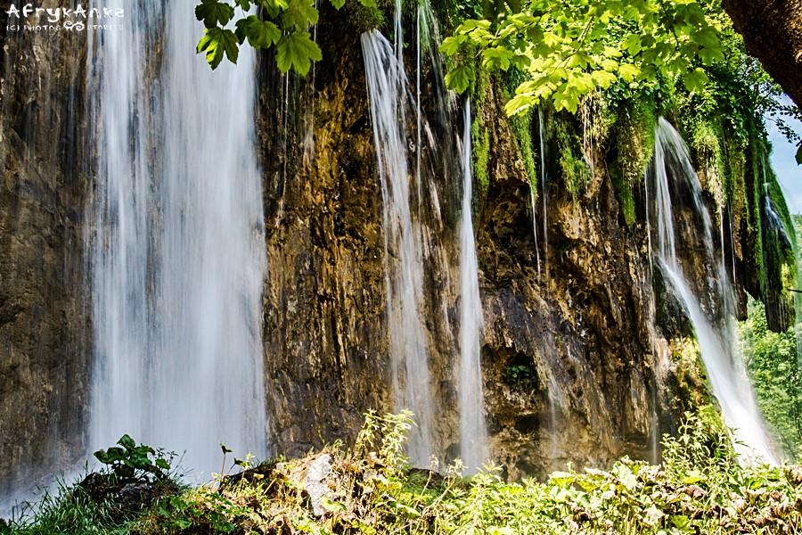 Wiosną w wodospadach jest więcej wody.