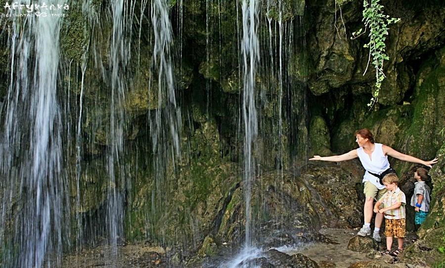 W upalny dzień woda cudownie orzeźwia.