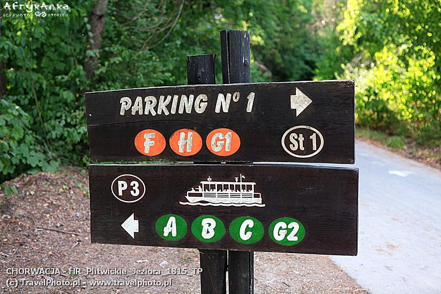 Parkingi są oznakowane (ale i tak łatwo zgubić tu auto!)