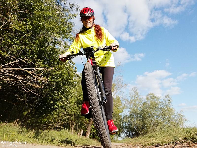 Ochrona przed komarami przyda się też podczas rowerowych eskapad w Polskę.