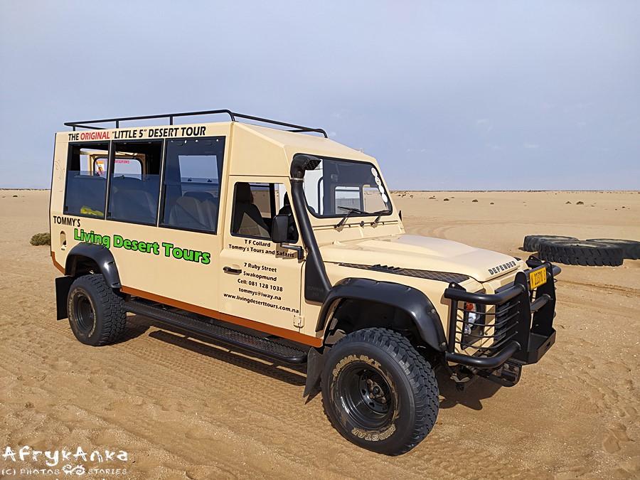 Living desert tour. Jazda przez pustynię TYM autem to przygoda sama w sobie!