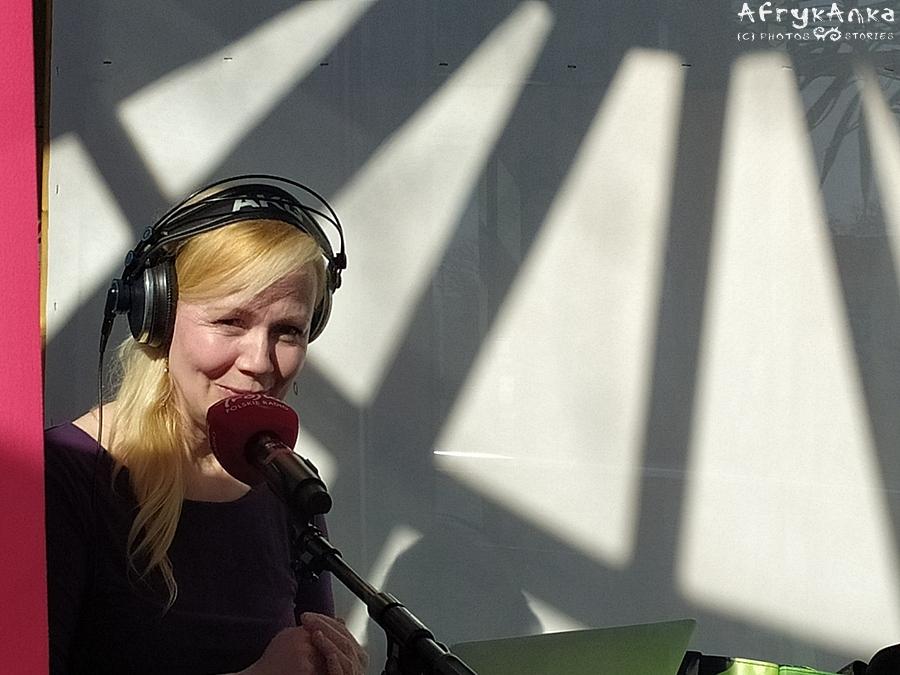 Kasia Stoparczyk w słonecznym studio.