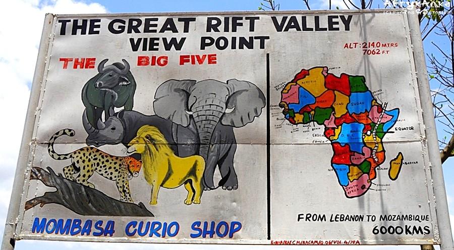 Wielka piątka reklamuje sklep przy Wielkim Rowie Afrykańskim.