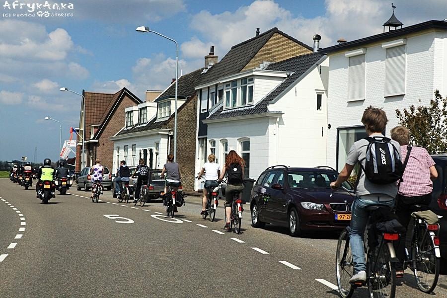 Dziś drogi dla rowerów są oczywistością.