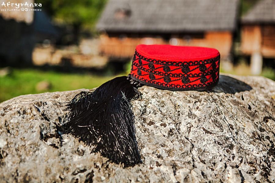 Symbolem regionu Lika jest czerwona czapeczka.