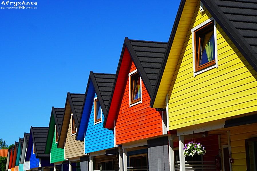 Gąski przywitały nas stylowymi kolorowymi domkami.