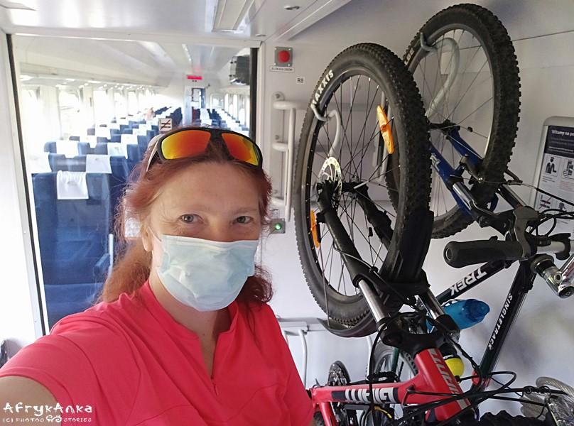 W pociągach są specjalne miejsca na rowery.