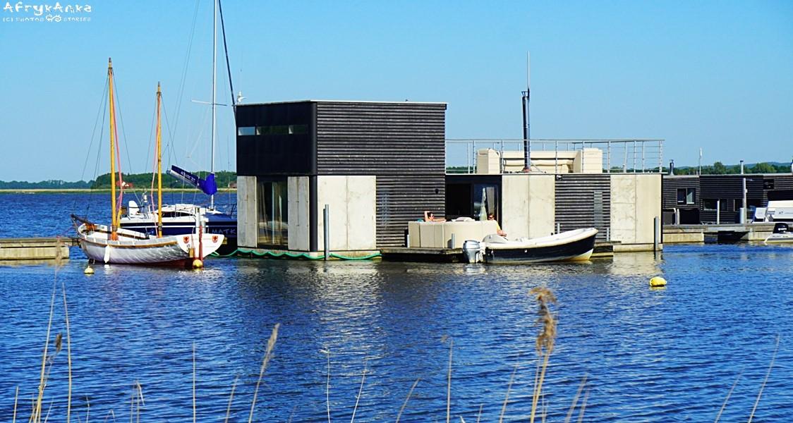 Houseboat czyli domy na wodzie na jez. Jamno.
