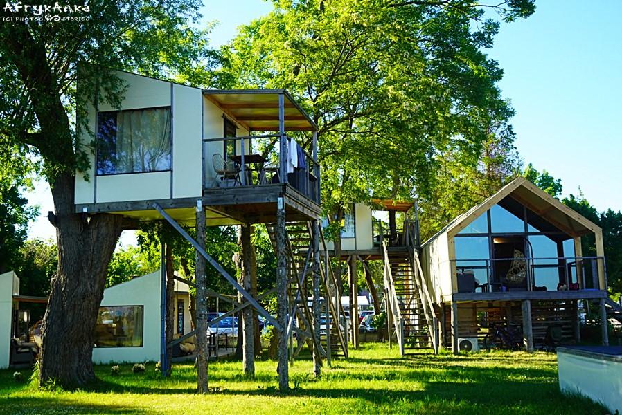 W Mielnie widzimy ciekawe domki wakacyjne.