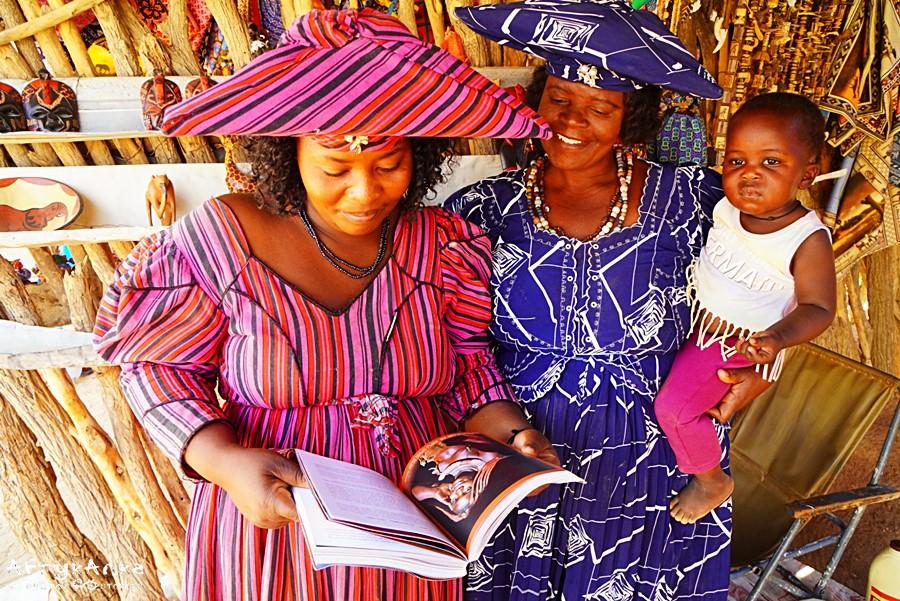 Panie Herero przeglądaj naszą książkę o Namibii. Ta audycja też by się im spodobała!