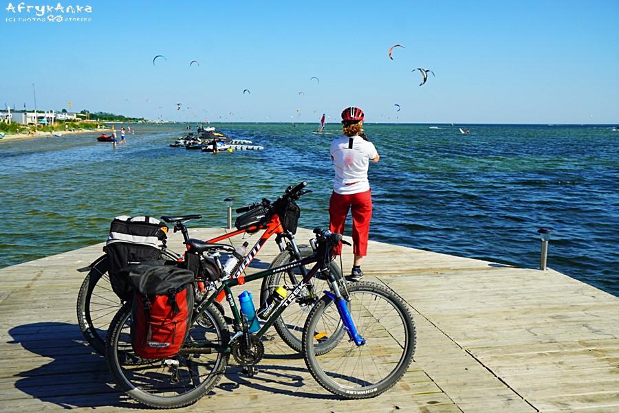 Cała Zatoka Pucka jest pełna miłośników wodnych sportów.