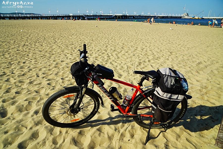 Mój rower miał 2 trzymaki na bidon w tym jeden na niewymiarowe butelki (lub kubek termiczny!)